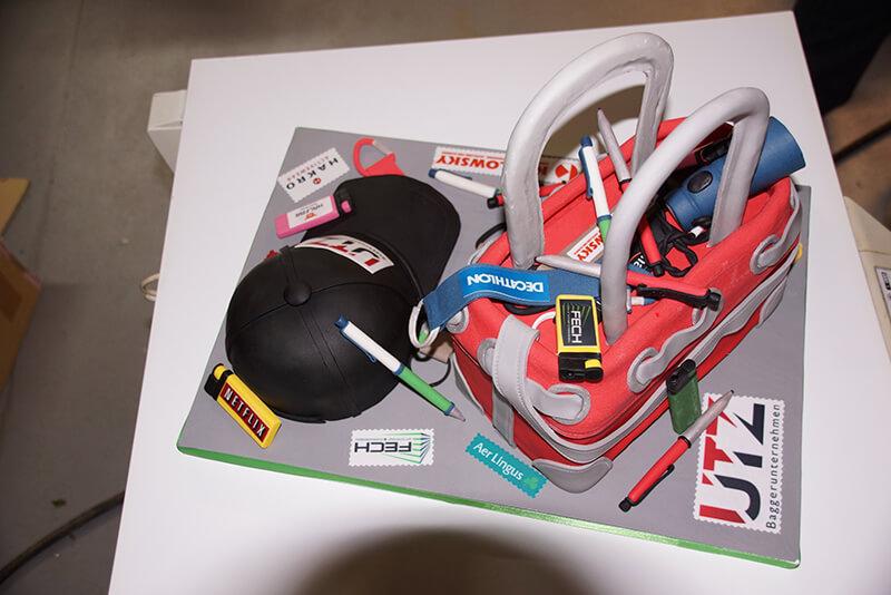 Werbematerial-Torte mit Logos